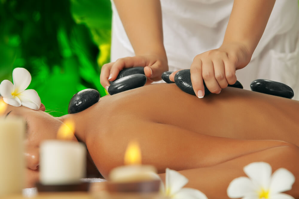 What to expect during a hot stone massage